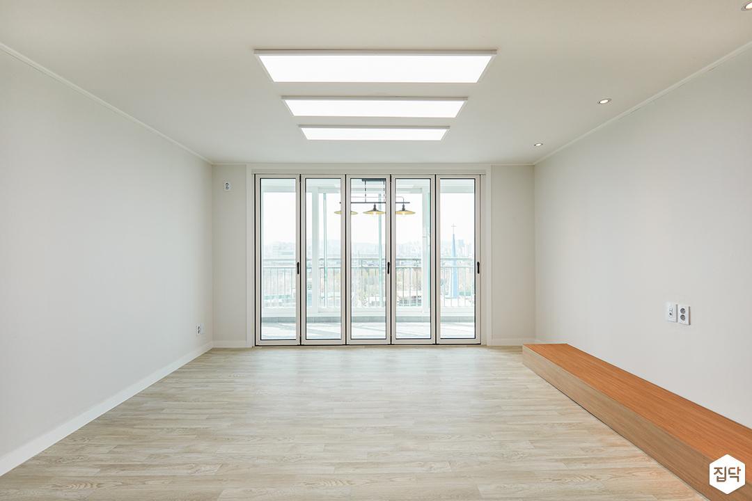 거실,폴딩도어,LED조명,TV선반,화이트