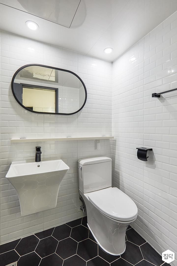 안방욕실,화이트,서브웨이패턴,블랙수전