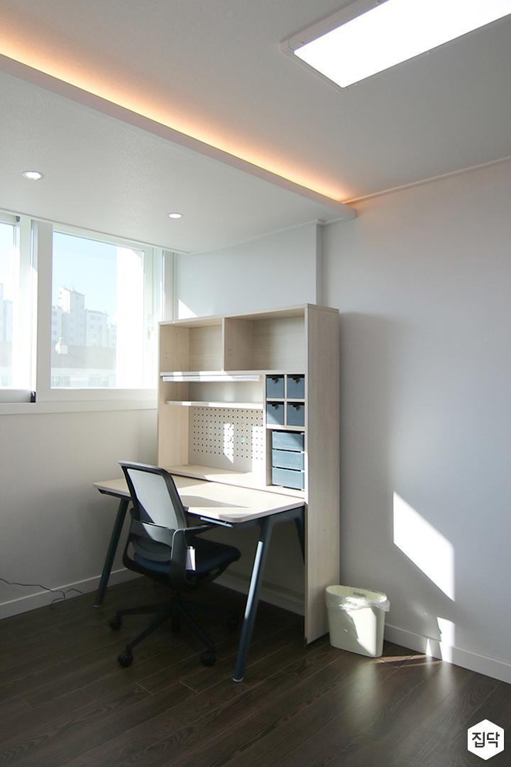 작업실,책상,간접조명,화이트,다운라이트조명,LED조명