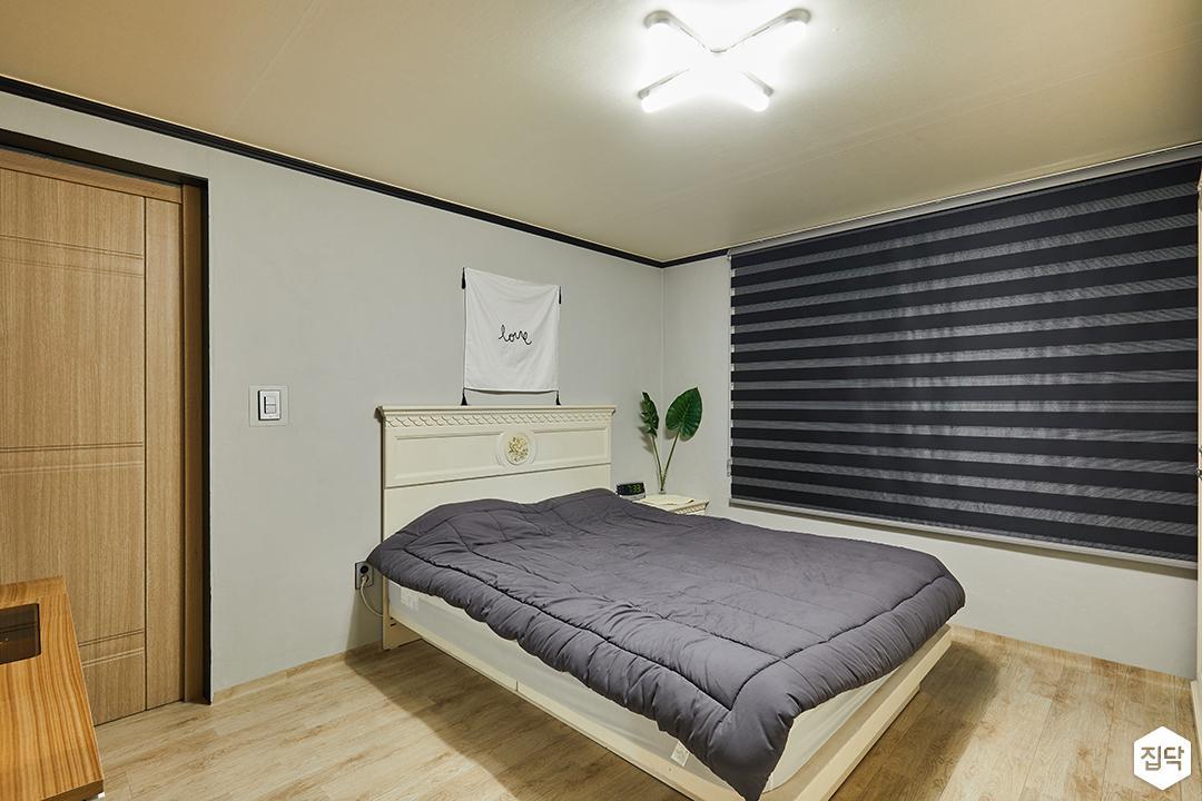 침실,그레이,모던,침대,펜던트조명,우드블라인드