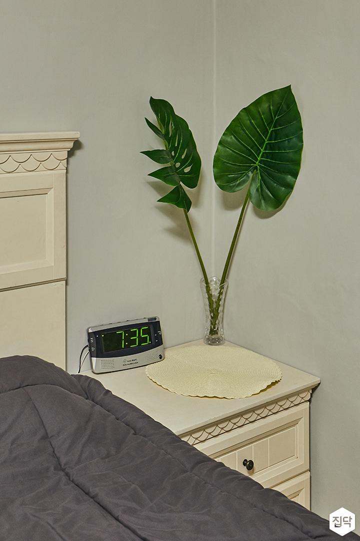 침실,협탁,아이보리,식물소품