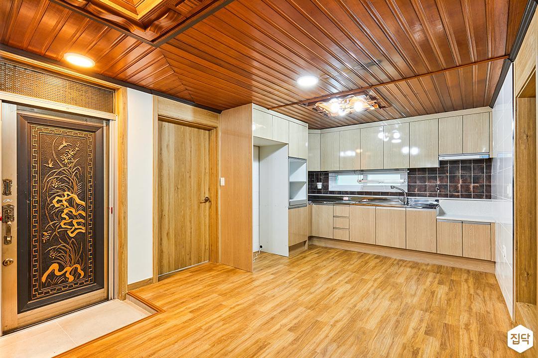 거실,내츄럴,우드,현관,주방,냉장고장
