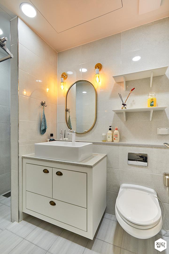 욕실,화이트,클래식,브라켓조명,세면대,하부장,젠다이,선반,다운라이트조명,북유럽,가벽
