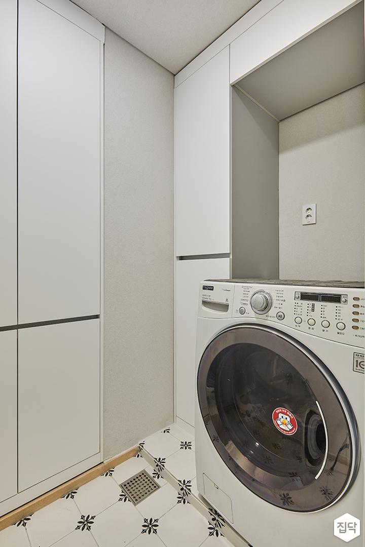 다용도실,붙박이장,화이트,매트화이트,세탁기,수납장,심플