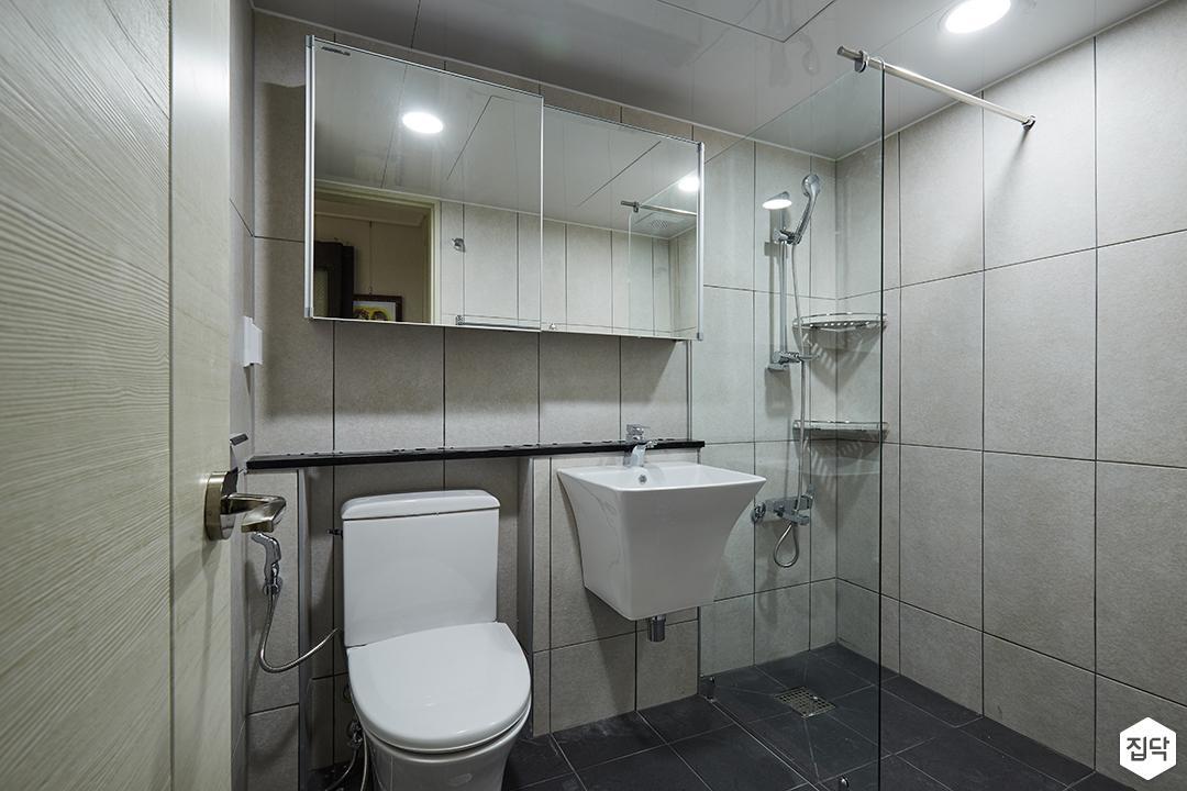 욕실,그레이,모던,슬라이딩거울장,젠다이,유리파티션,세면대,양변기,코너선반,마블패턴