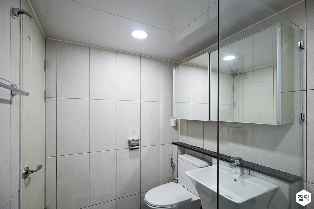 욕실,그레이,모던,마블패턴,유리파티션,다운라이트조명,젠다이,슬라이딩거울장