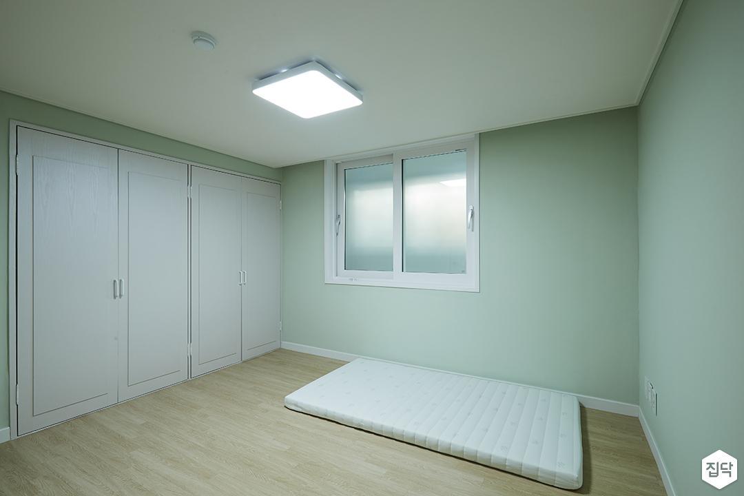 방,그린,심플,민트,LED조명,붙박이장