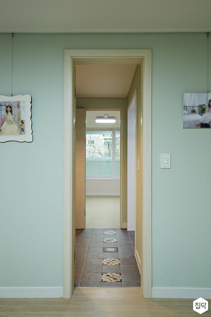 방,그린,모던,포인트타일,액자레일