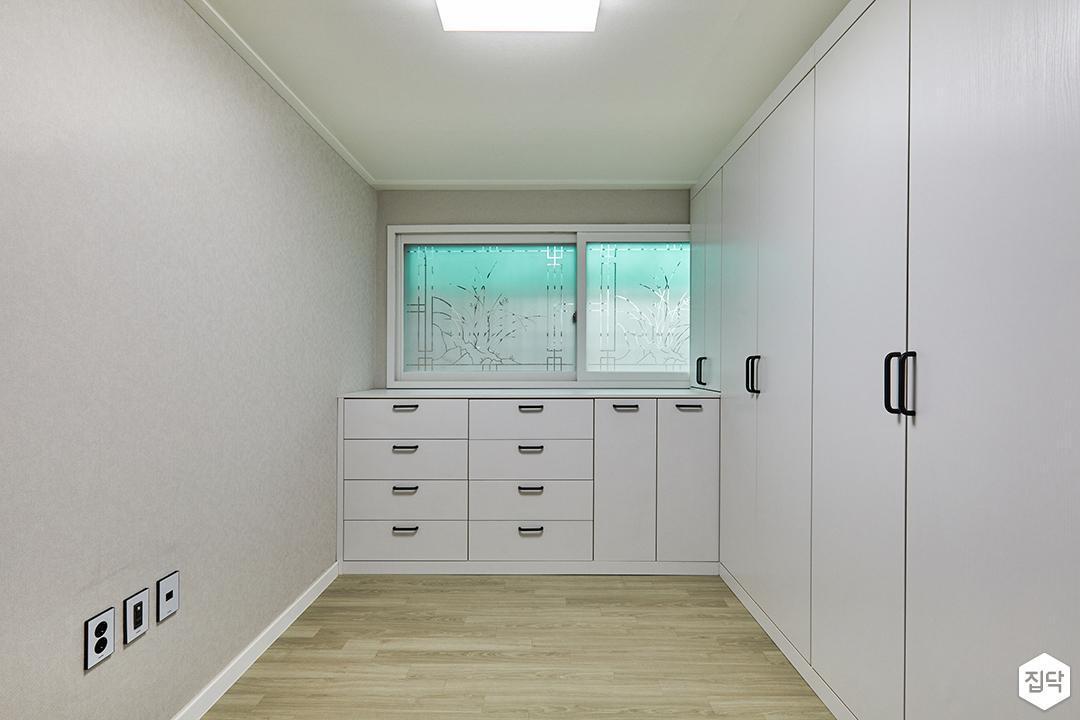 방,수납장,LED조명,화장대