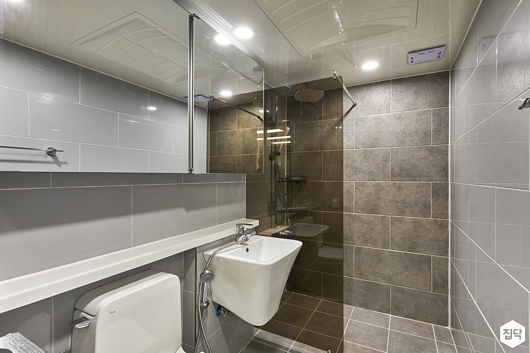 욕실,그레이,모던,슬라이딩거울장,유리파티션,마블패턴,젠다이,세면대
