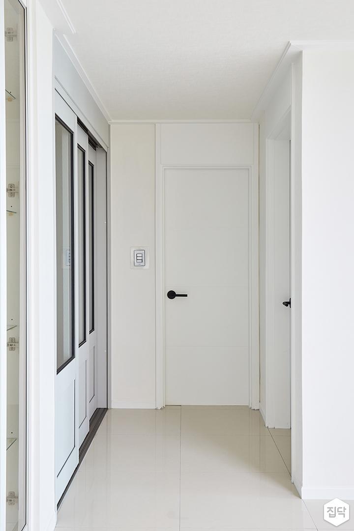 욕실문,화이트,모던,매트화이트,방문손잡이,블랙