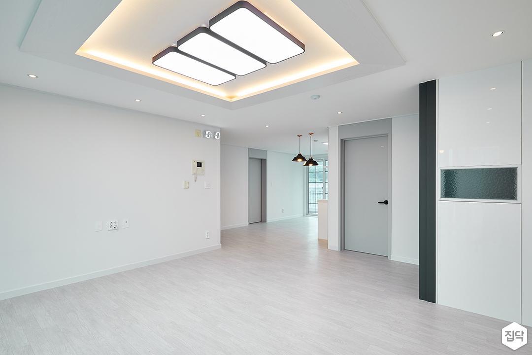 거실,화이트,심플,우물천장,간접조명,LED조명,디자인장판,다운라이트조명