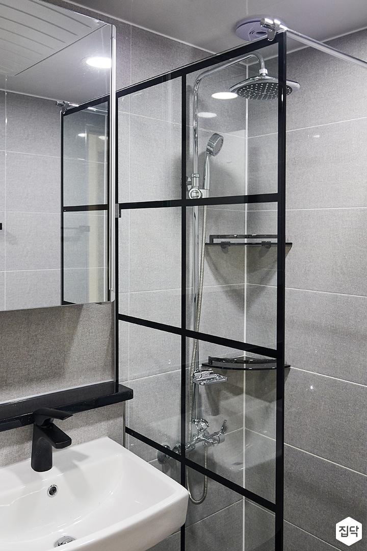 욕실,그레이,모던,유리파티션,샤워부스,해바라기샤워기