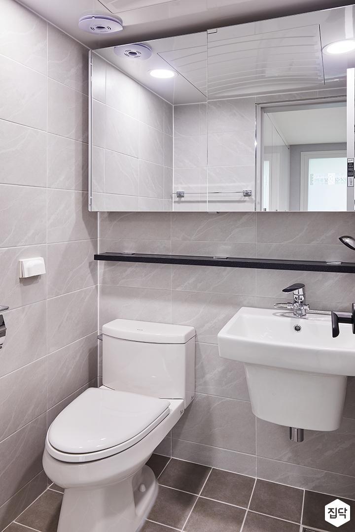 욕실,그레이,심플,대리석선반,슬라이딩ㄱ울장,세면대,양변기