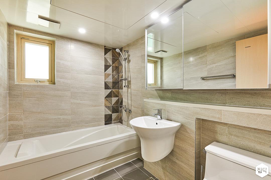 욕실,그레이,모던,마블패턴,욕조,젠다이,세면대,슬라이딩붙박이장,다운라이트조명,포인트조명