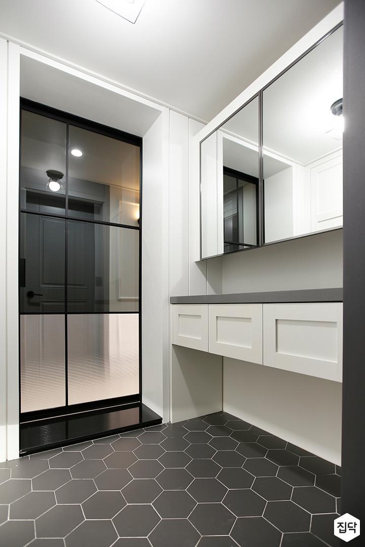 현관,화이트,클래식,거울,센서등,헥사곤타일,다크그레이,중문,선반