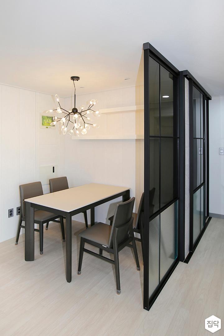 주방,클래식,화이트,철제파티션,식탁,펜던트조명,의자,무지주선반