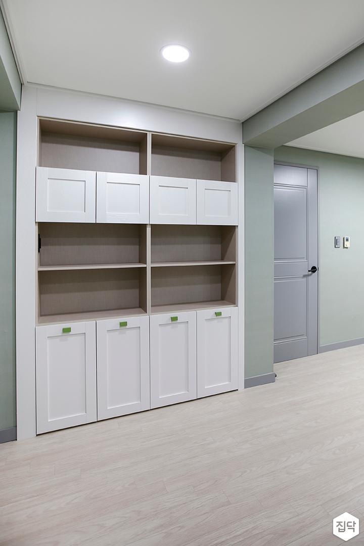 방,화이트,클래식,수납장,다운라이트조명