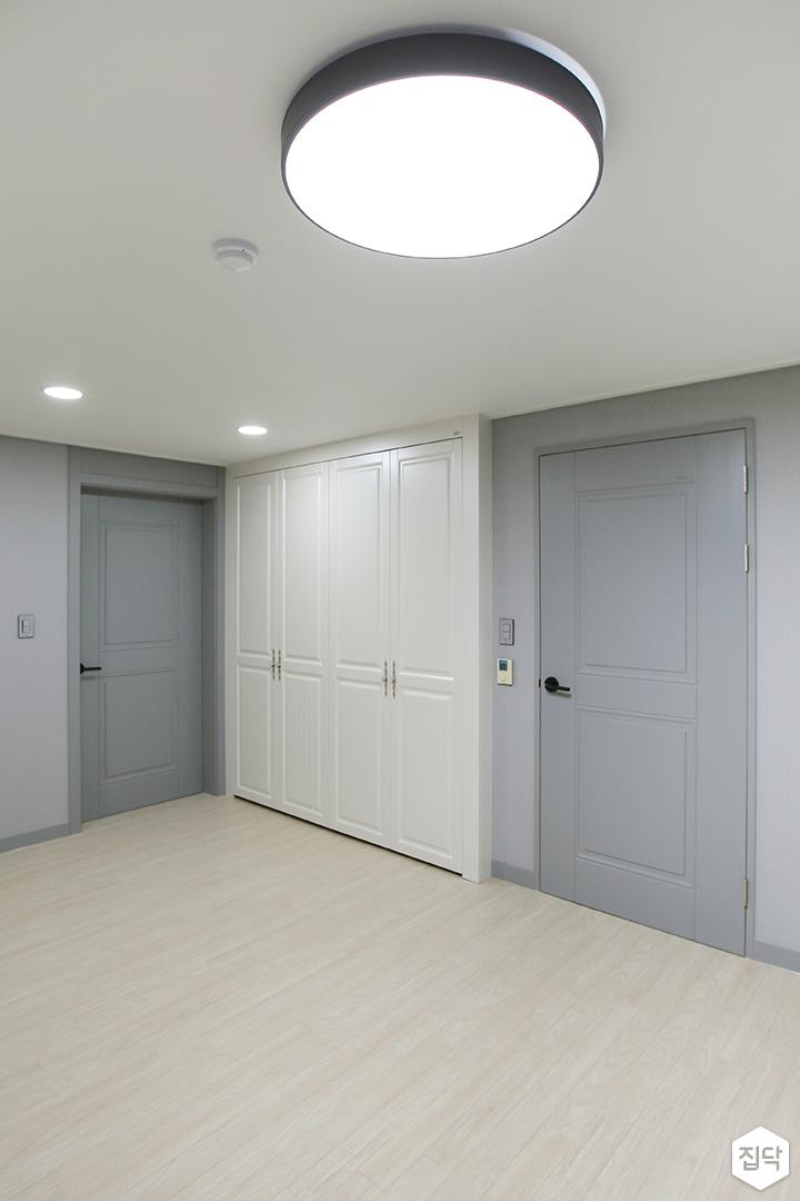 방,화이트,클래식,붙박이장,led조명,문,네이비