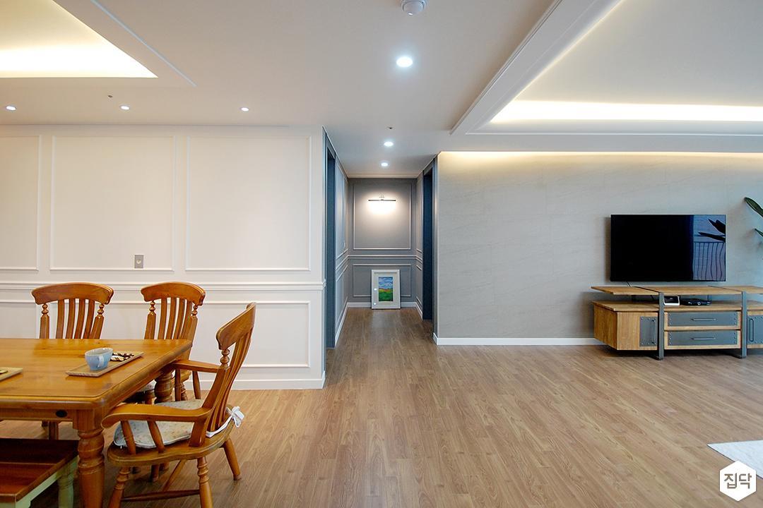 거실,화이트,클래식,우물천장,LED조명,다운라이트조명,간접조명,웨인스코팅,친환경,식탁