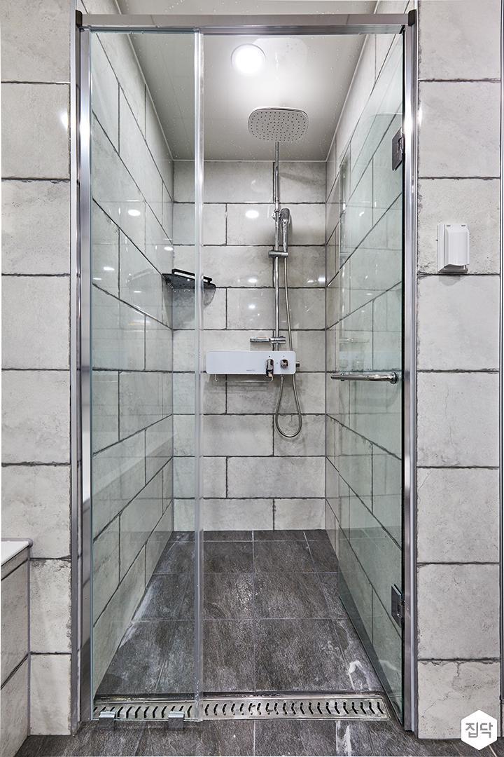 욕실,샤워부스,그레이,빈티지,유리파티션,해바라기샤워기,코너선반