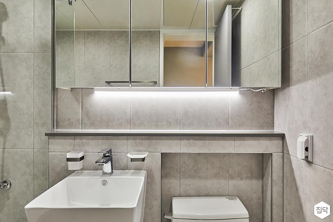 욕실,그레이,모던,다운라이트조명,간접조명,슬라이딩거울장,세면대,젠다이