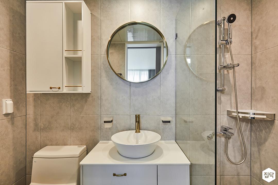 욕실,그레이,모던,원형거울세면대,수납장,유리파티션,젠다이,샤워기,코너선반