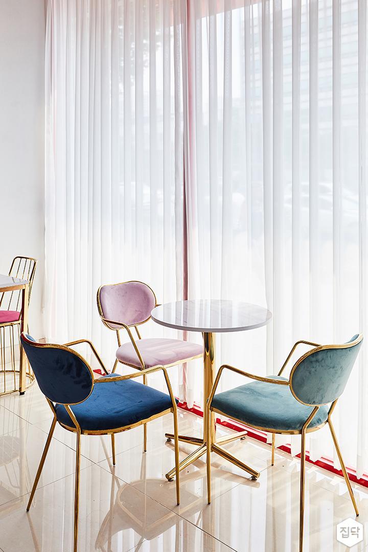 내부,화이트,심플,커튼,의자,테이블,PVC타일