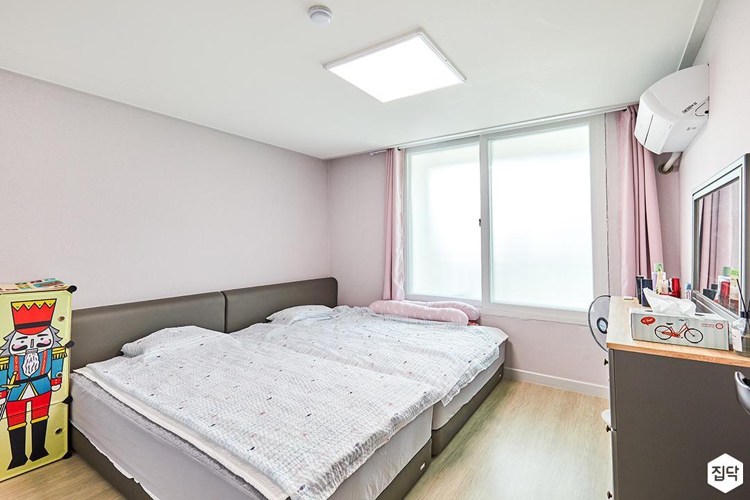 방,핑크,모던,침대,침대헤드,커튼,LED조명