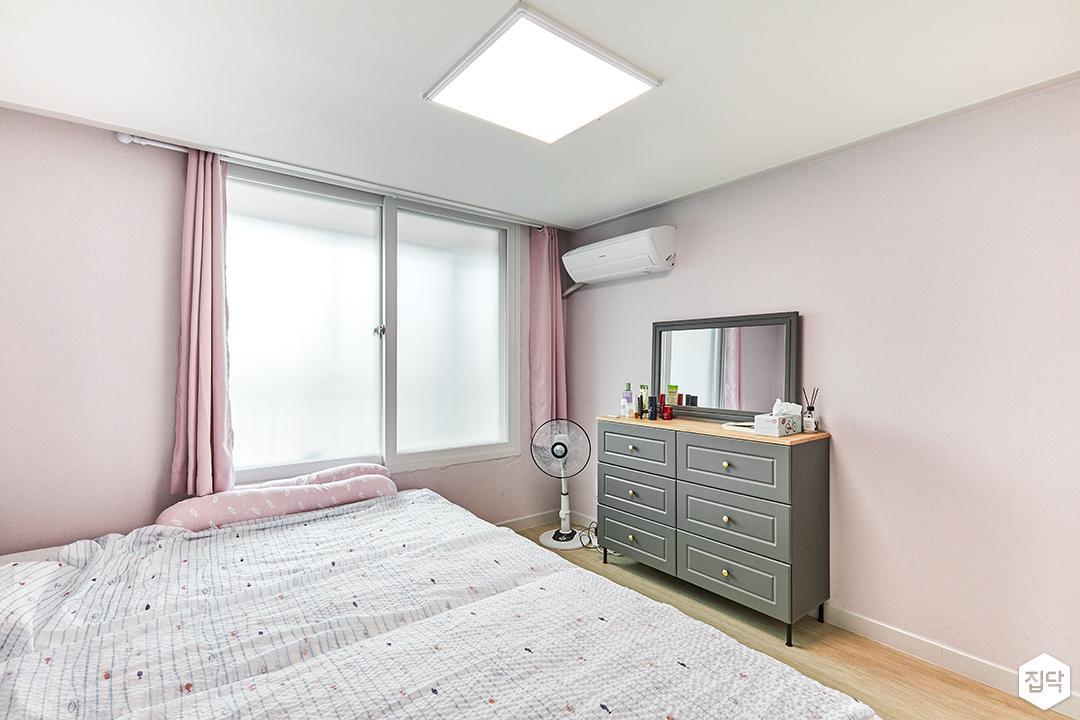 방,핑크,모던,화장대,커튼,LED조명,수납장