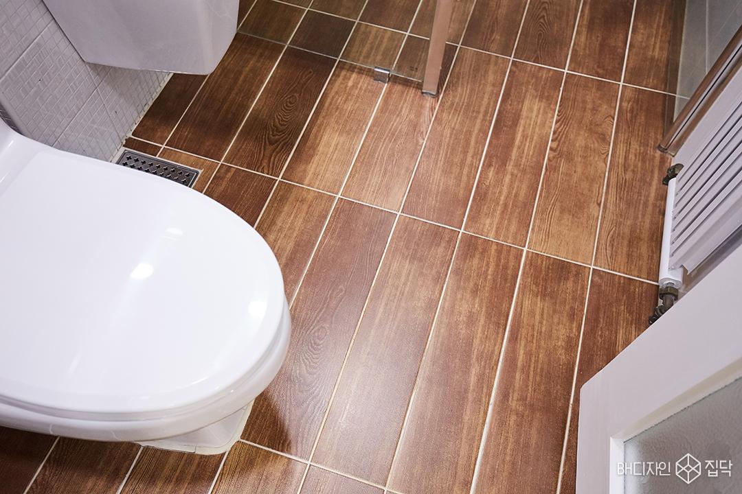 우드패턴,패턴타일,타일,욕실,바닥타일