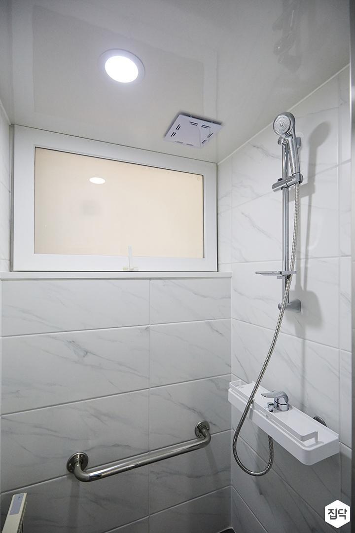 욕실,화이트,심플,샤워기,샤워부스,다운라이트조명