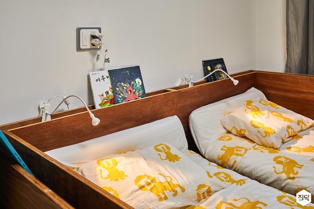아이방,화이트벽지,내츄럴,우드,침대,2인용침대