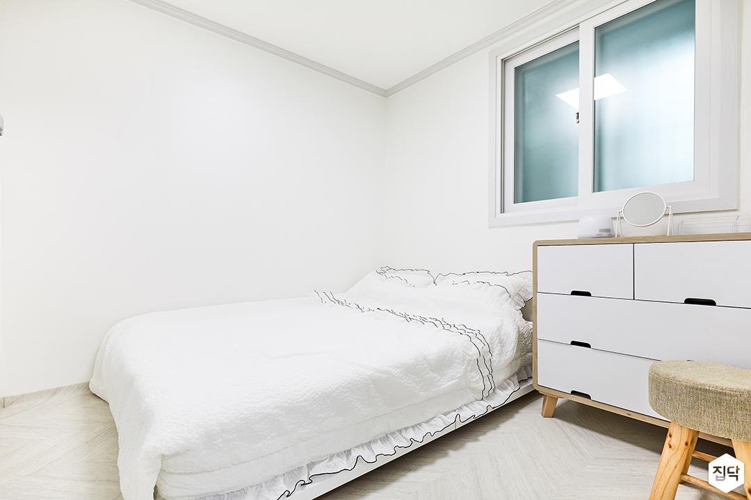 방,화이트,심플,수납장,침대,샤시,화이트벽지