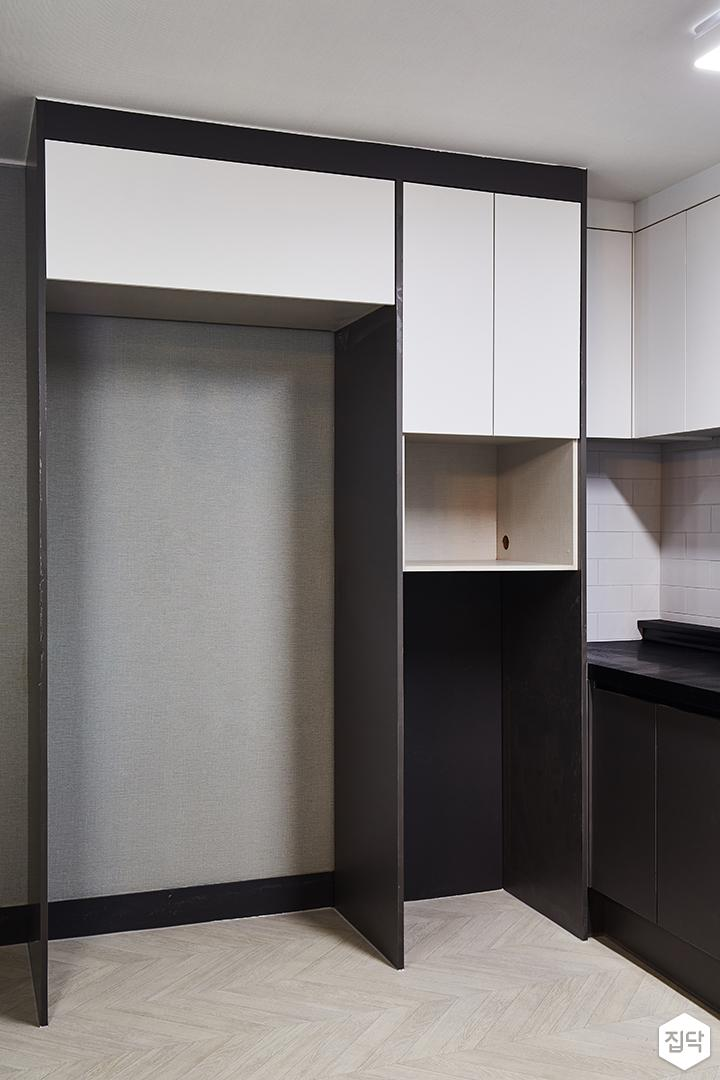 주방,블랙,모던,화이트,냉장고장,수납장,그레이벽지