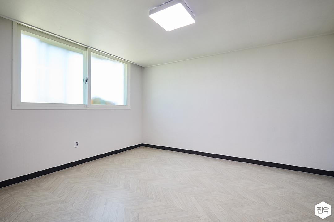 방,화이트,심플,led조명,장판,쉐브론패턴,샤시,화이트벽지