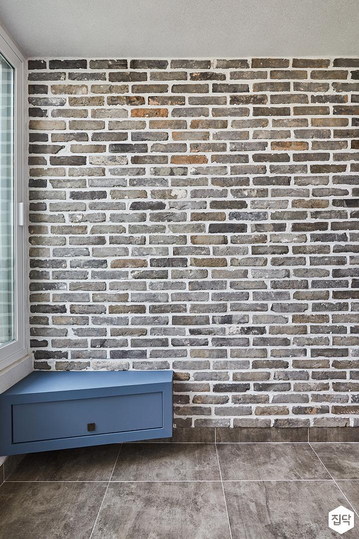 전실,화이트,모던,포세린타일,파벽돌,블루,수납장