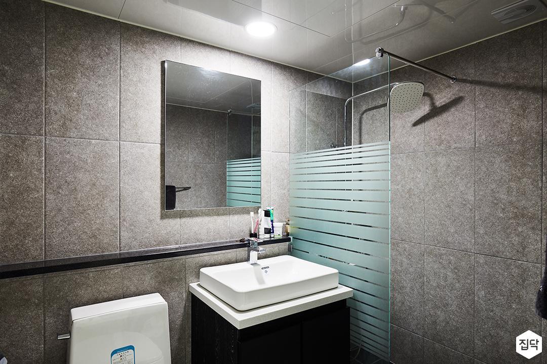 욕실,그레이,심플,모던,세면대,욕실타일,샤워부스,해바라기샤워기,유리파티션