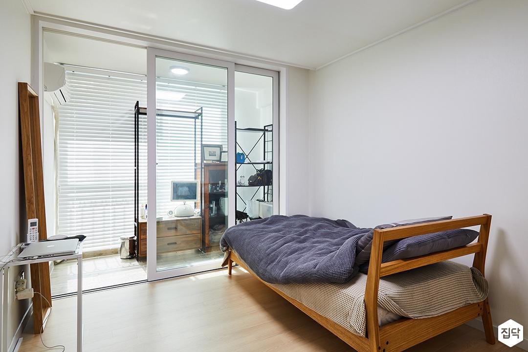 침실,화이트,심플,모던,우드,침대,수납장,LED조명