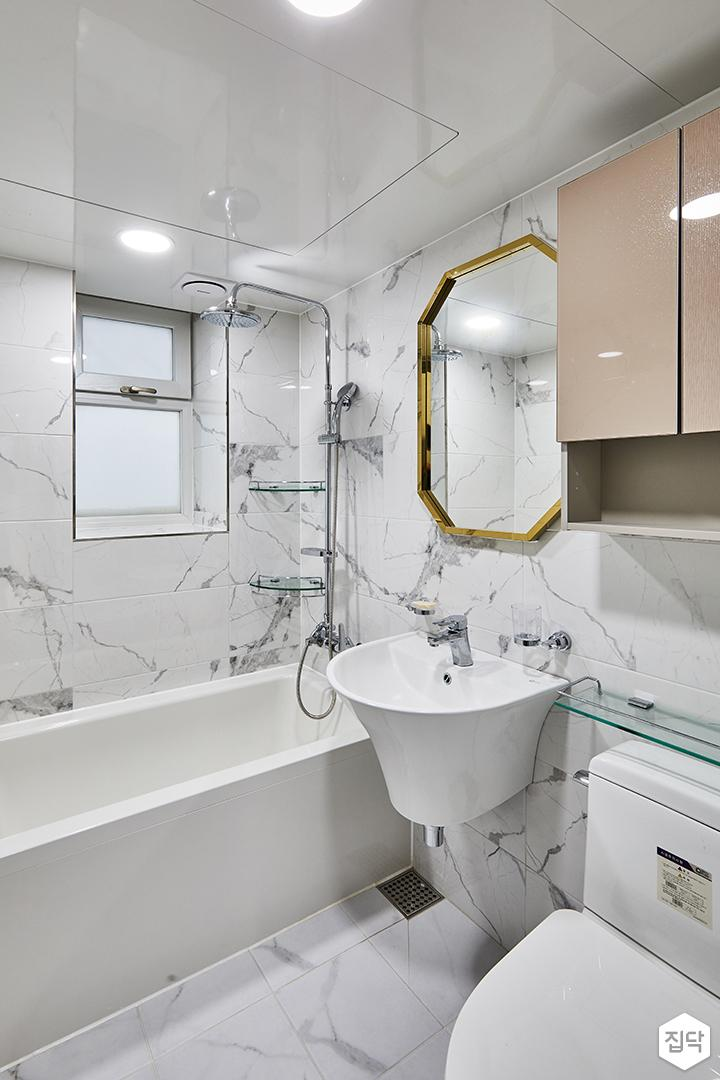 욕실,마블패턴,간접조명,세면대,양변기,욕조,해바라기샤워기,코너선반,디자인거울,수납장
