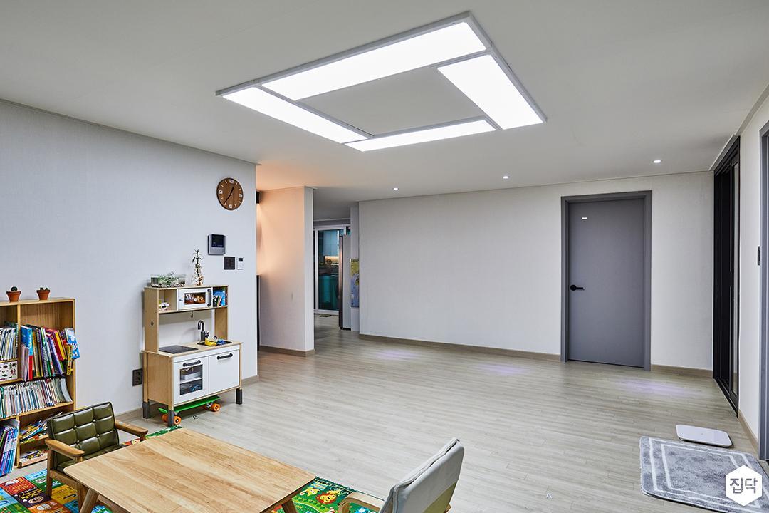 모던,심플,화이트,강마루,LED조명,다크그레이,간접조명,ABS도어,소파,테이블,의자,수납장