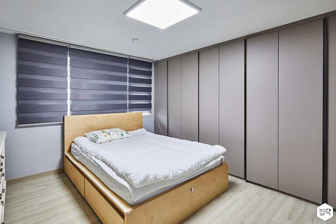 모던,심플,그레이,시스템샤시,블라인드,침대,강마루,붙박이장,LED조명
