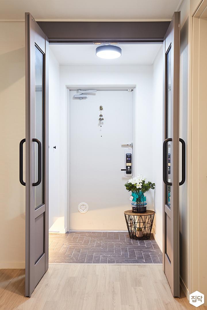 현관,화이트,심플,양개형중문,다크그레이,간접조명,LED조명,방화문