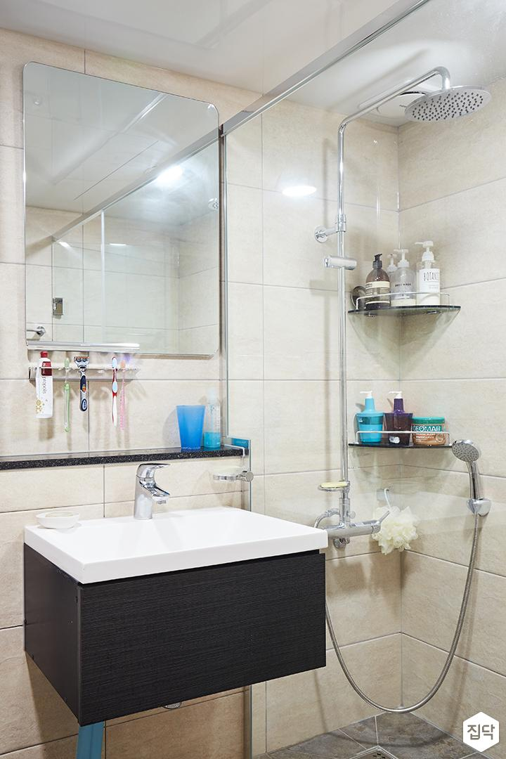 욕실,화이트,심플,코너선반,세면대,해바라기샤워기