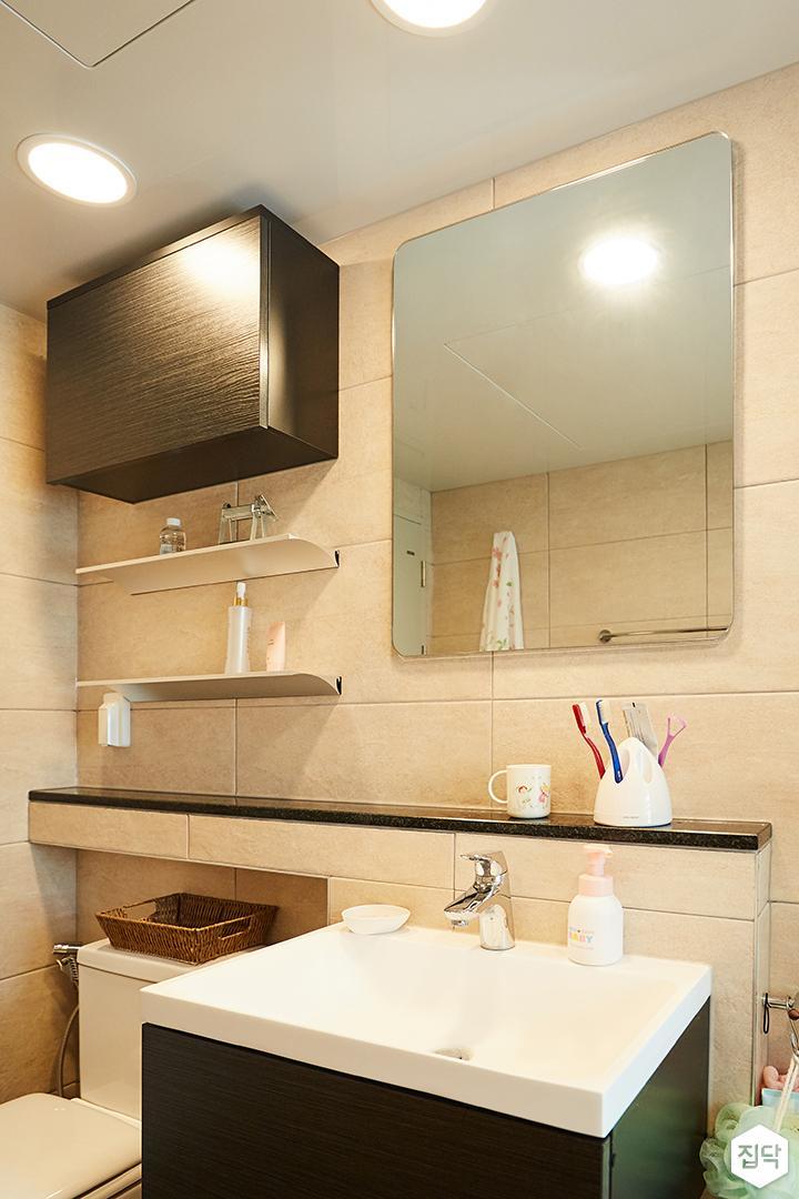 욕실,베이지,심플,세면대,무지주선반