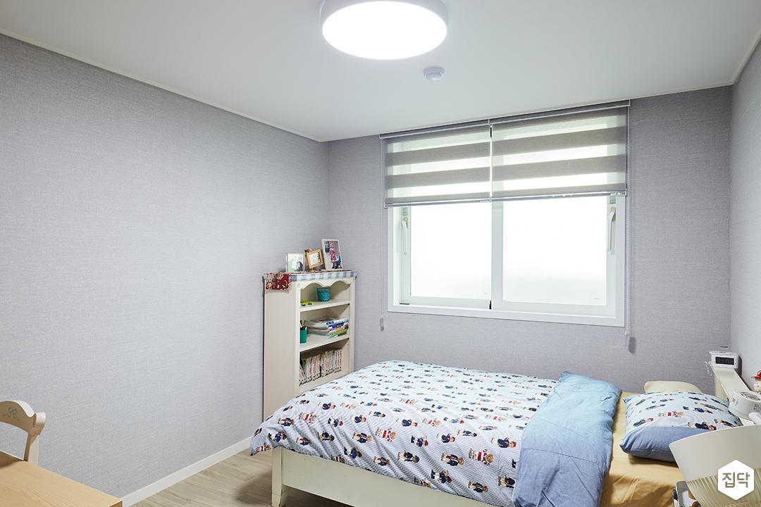 아이방,그레이,심플,침대,LED조명,블라인드,책장