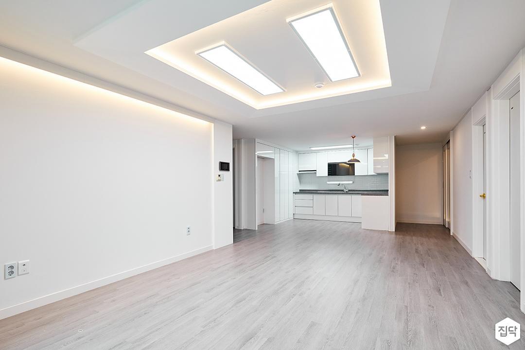 거실,화이트,심플,간접조명,우물천장,LED조명,강마루