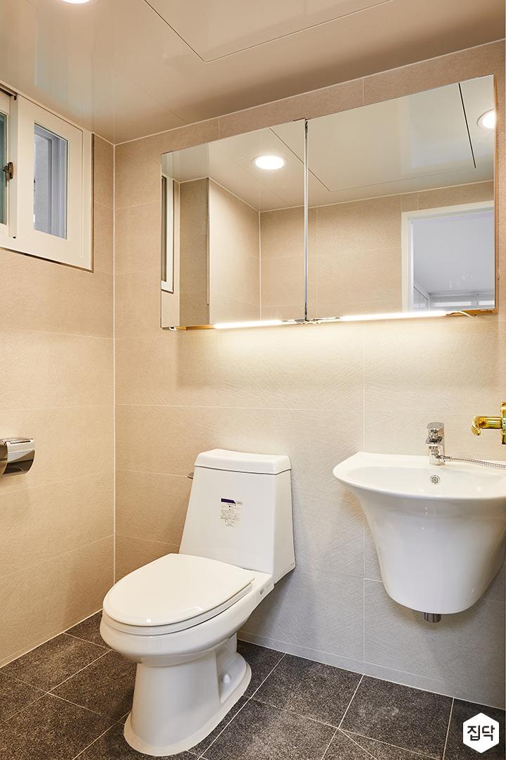 욕실,화이트,심플,간접조명,슬라이딩거울장,수전,양변기