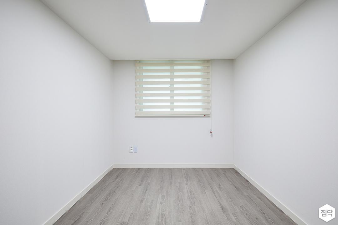 서재,화이트,심플,LED조명,블라인드,강마루