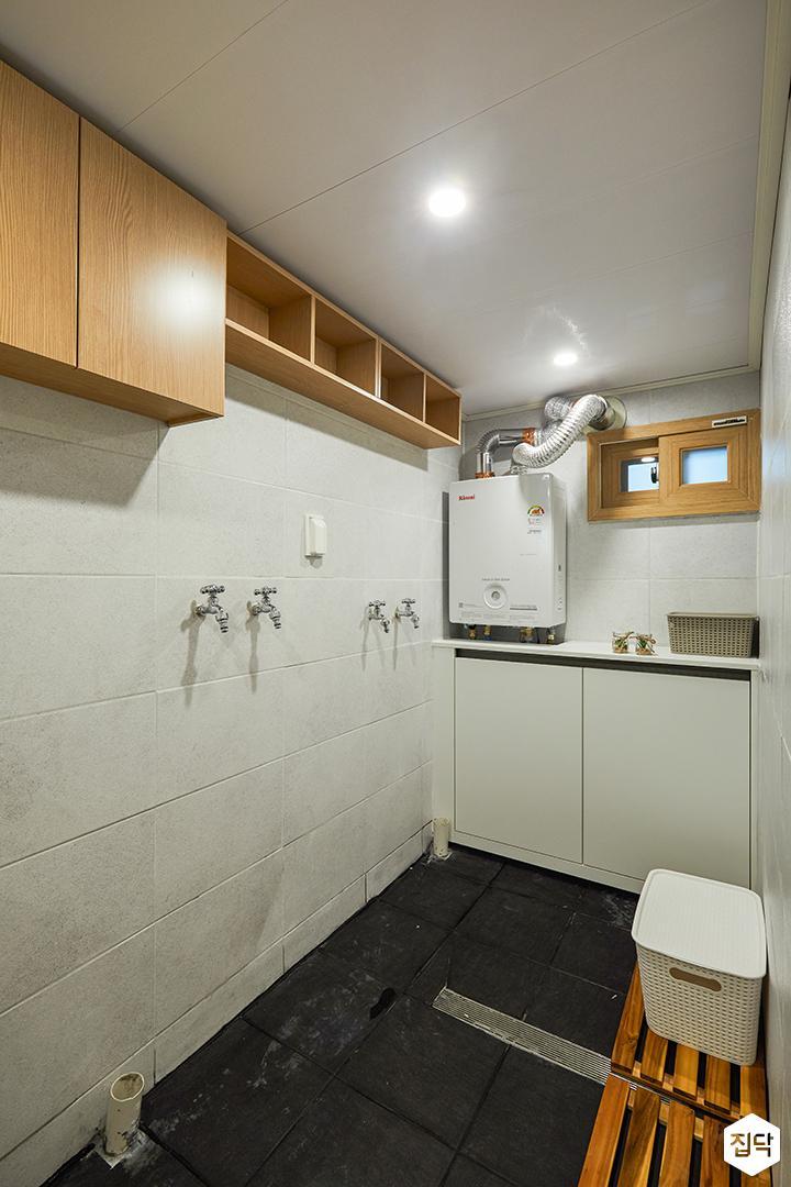 욕실,화이트,세면대,수납장,선반,거울,모던